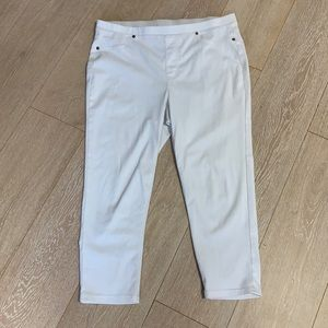 Style and Co white pull on capris